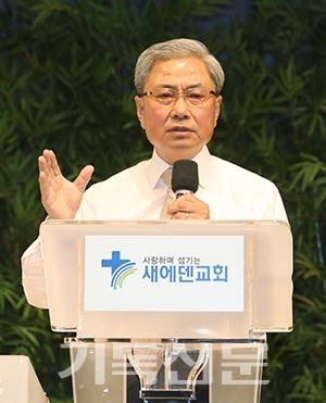 김두현 21세기 목회연구소장이 현장예배 회복이 교회세움운동의 출발점임을 강조하고 있다.
