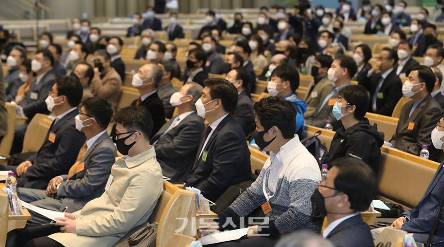 한국교회세움세미나에서는 교회 생태계를 되살리기 위한 교회세움운동 전개가 생동감과 영성 넘치는 현장예배의 회복으로부터 시작돼야 한다는 주장이 제기됐다.
