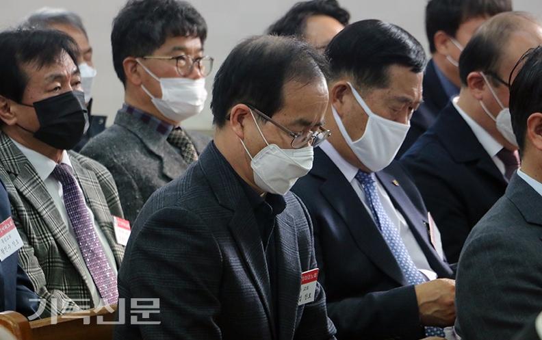코로나19 바이러스로 인해 전체 노회원들이 마스크를 착용한 채 회무를 진행한 이리노회 봄 정기회.