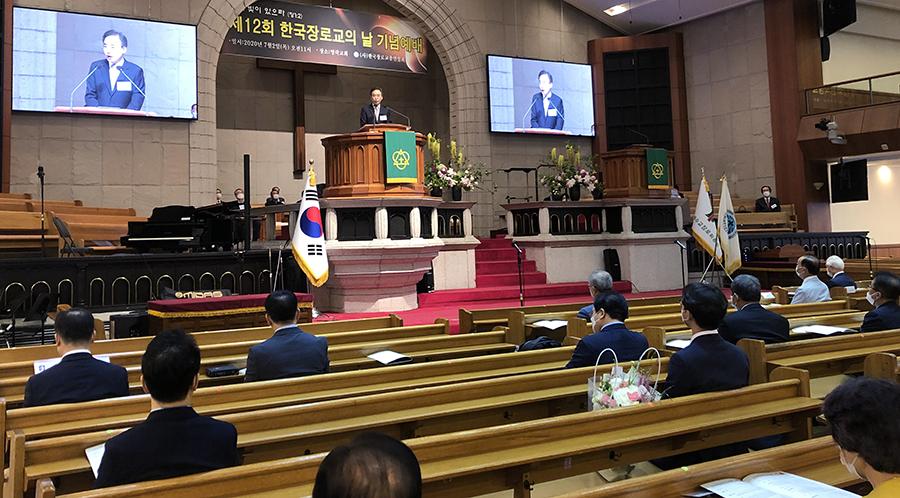 제12회 한국 장로교의 날 기념예배에서 예장합동 증경총회장 이승희 목사가 설교하고 있다.
