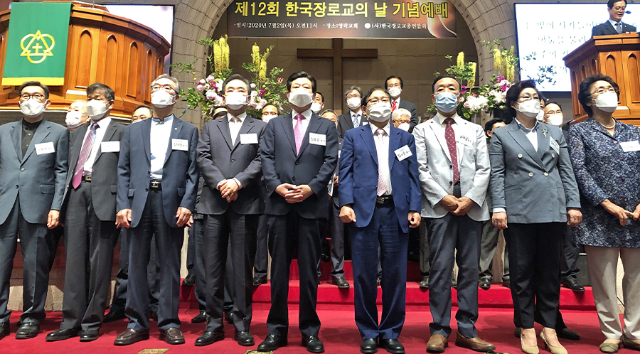한국 장로교 지도자들이 한 자리에 모여 시대의 희망이 될 것을 다짐하고 있다.