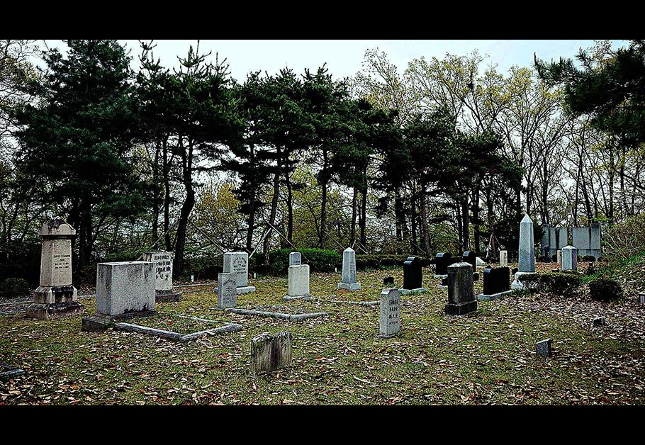 그리스도의 복음을 전하기 위해 목숨까지 바친 선교사들. 그들은 진정 믿음으로 사는 사람들이었다. 사진은 광주 양림동산 선교사묘역.