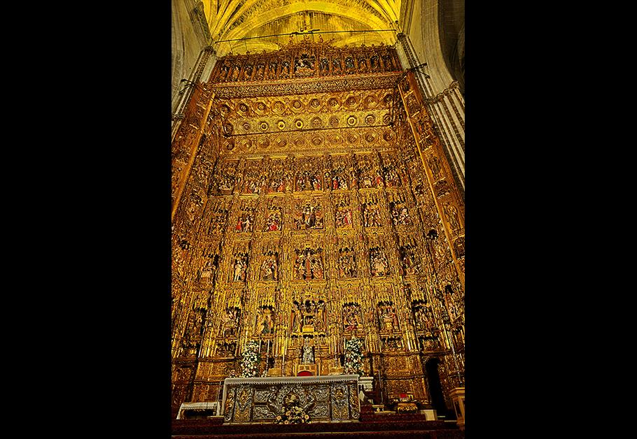 세계에서 세 번째로 큰 스페인의 세비야 대성당. 장식하는 데 들어간 금이 20만 톤 이상이라고 한다. 우리에게 가장 큰 가치를 지닌 보화는 무엇인가.