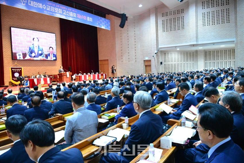 주요 교단들이 9월 총회 일정을 축소하는 가운데서도 심도 깊은 안건 논의가 이뤄지도록 노력하고 있다. 사진은 작년에 열린 예장고신 제69회 총회 모습.