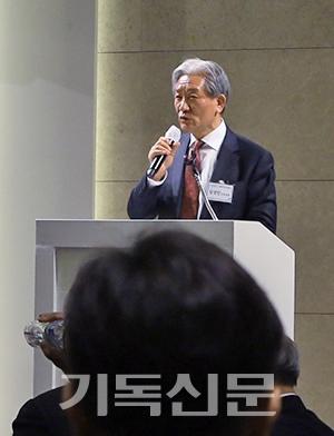 강경민 상임대표가 평통연대 미래 10년의 비전을 밝히며 다짐을 전하고 있다.