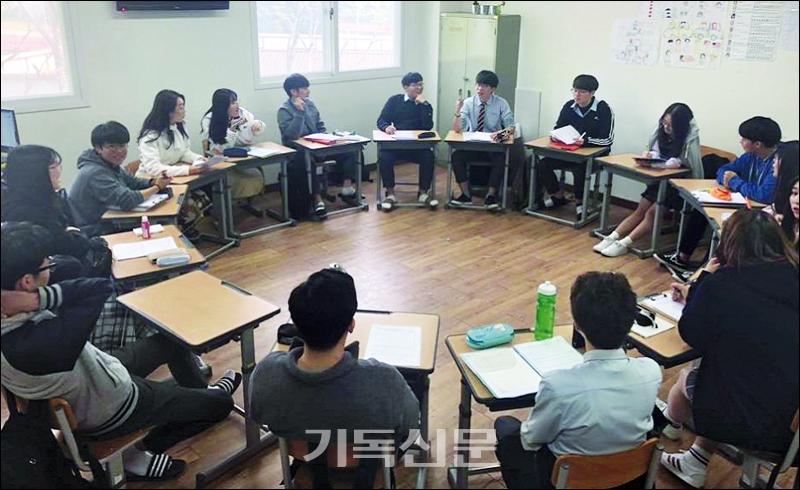 세계를 가슴에 품는 크리스천 리더를 양성하는 쉐마기독학교는 한국에서 부모의 곁에서 자라며 미국의 우수 교육과정을 학습하고 자연스럽게 기독교적 세계관을 함양하는 교육을 지향한다.