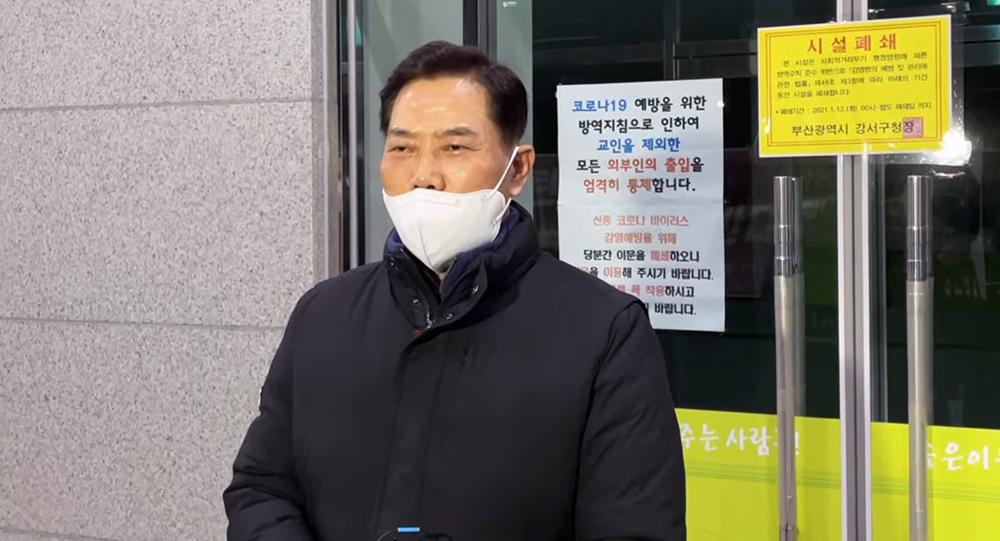 법원의 가처분 기각 판결 직후 세계로교회 손현보 목사가 기자회견을 열어 입장을 밝히고 있다.