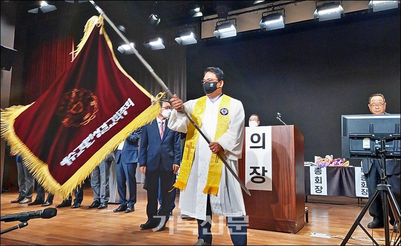 예수교대한성경교회가 5월 10일 제100회 정기총회를 열고, 이상문 목사를총회장으로 선출했다.