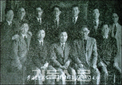 6·25 전쟁기에 남한에서 처음으로 열린 황해노회 제73회 정기회 참석자들.